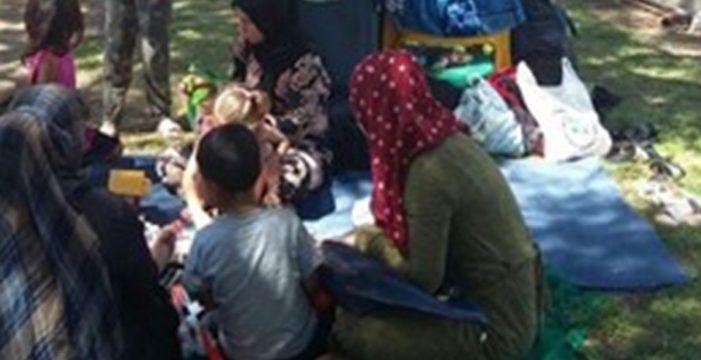 Un grupo de 80 refugiados sirios acampan en un parque de Madrid desde hace días