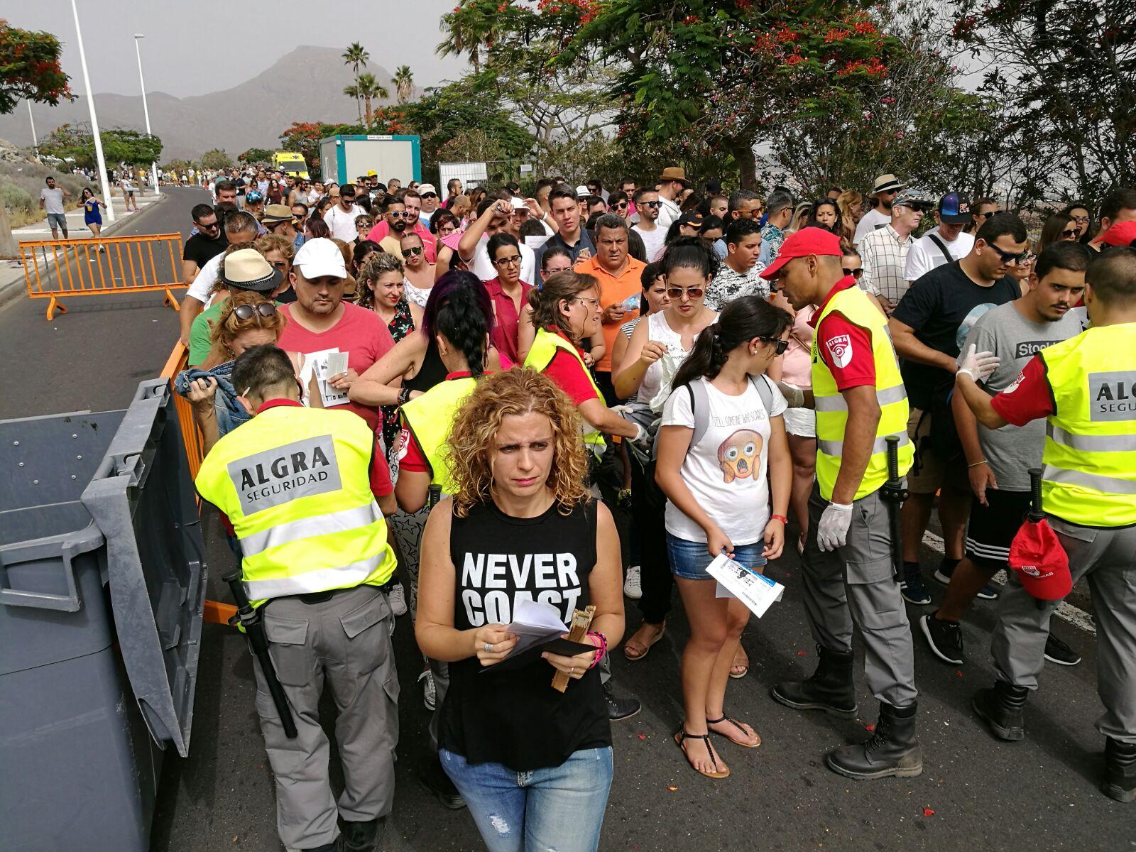 Comienzan a entrar los fans al concierto de Orishas y Juan Luis Guerra en Adeje | FOTO: Sergio Méndez