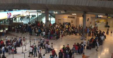 Los sindicatos de AENA convocan una huelga de 25 días en toda España