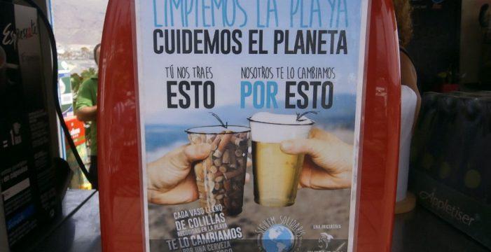 Una caña de cerveza por una 'caña de colillas', para limpiar las playas de Candelaria