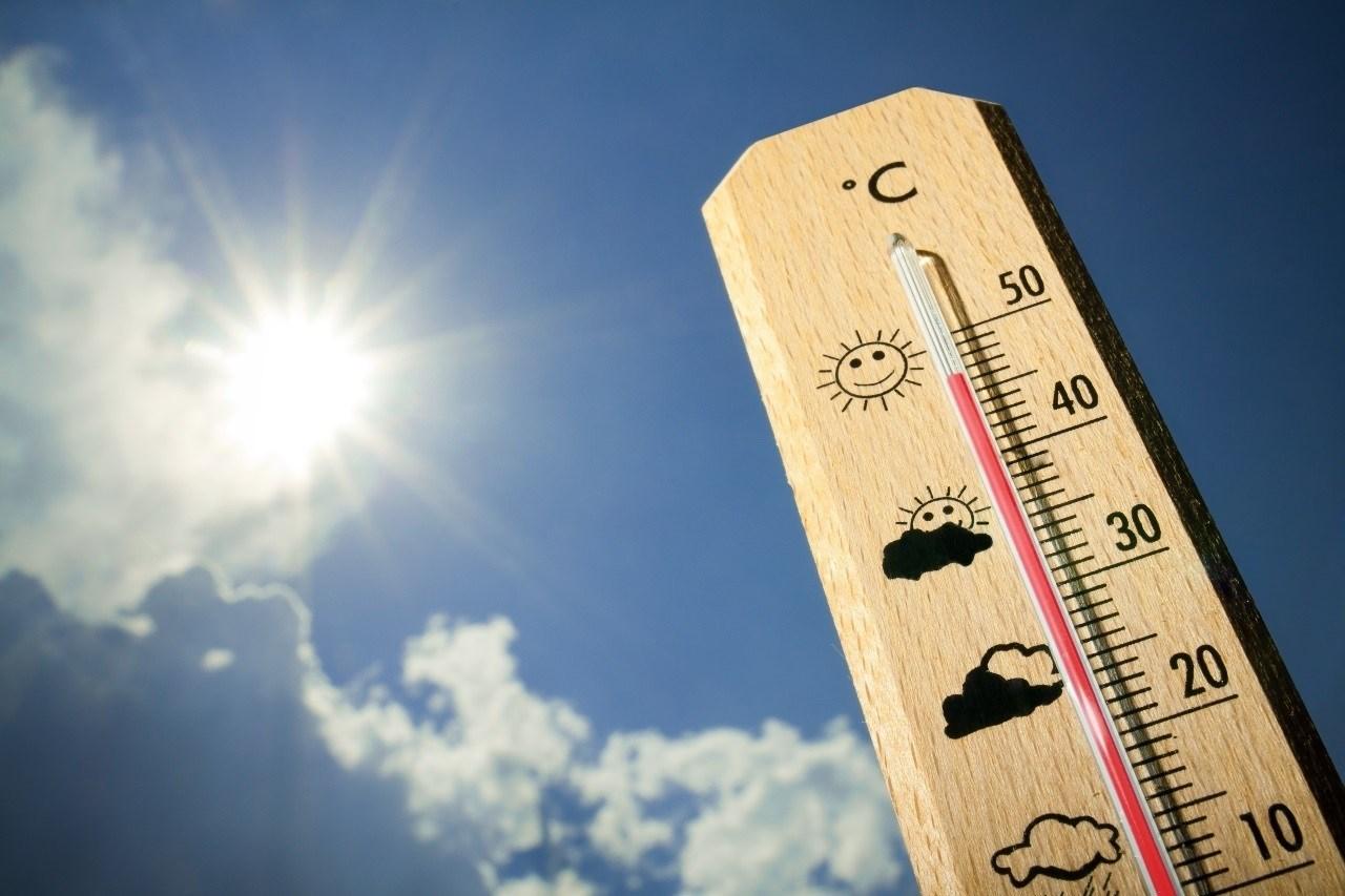 El riesgo por altas temperaturas continúa este domingo en Canarias