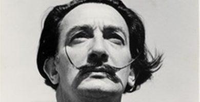 """El bigote de Salvador Dalí conservaba su """"clásica postura de las 10 y 10"""""""