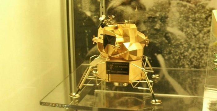 Roban del museo Neil Armstrong una réplica de valor incalculable