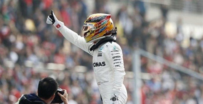 Hamilton vence en Silverstone y se acerca a Vettel; Alonso y Sainz abandonan