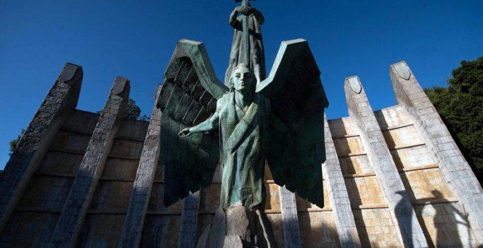 El monumento a Franco de Santa Cruz de Tenerife, camino de los juzgados