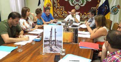 Los concejales de Sí se puede mostraron las imágenes originales de ambas esculturas mientras exigían más diligencia para dar una respuesta. Sergio Méndez