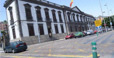 El edificio de Capitanía, justo en frente de la plaza de Weyler, es uno de los que el decreto del Gobierno de Canarias incluyó dentro de los límites del Conjunto Histórico de Los Hoteles. F. P.