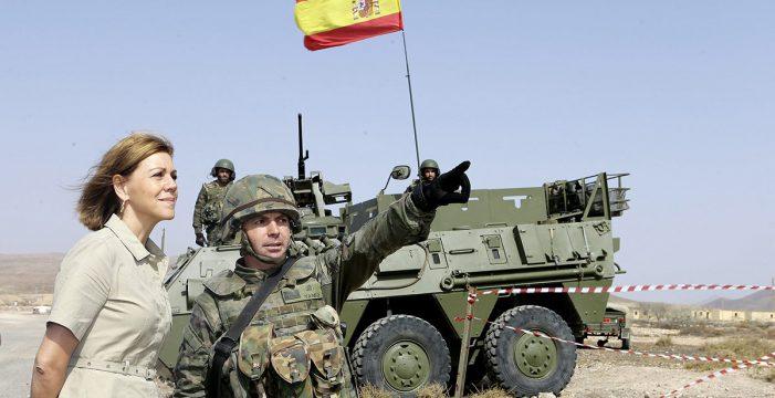 Cospedal arenga a las tropas en las Islas tras el envite marroquí de las aguas