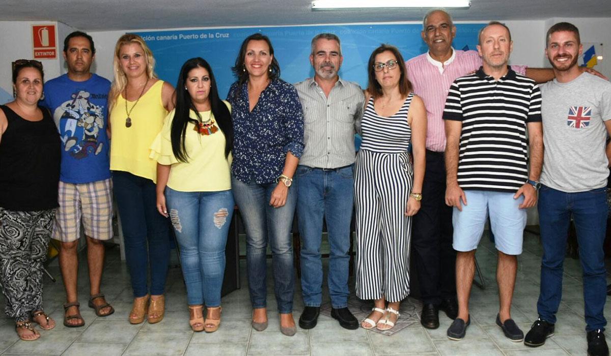Juan Carlos Marrero posa junto al resto de integrantes de su candidatura, que fue elegida por aclamación. DA
