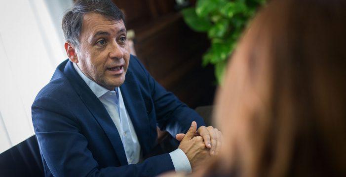 Bermúdez adelanta que el Gobierno de Canarias comprará al Santander los pisos de Añaza que iban a ser desahuciados
