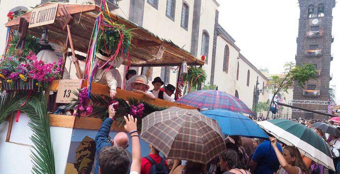 A San Benito, con paraguas
