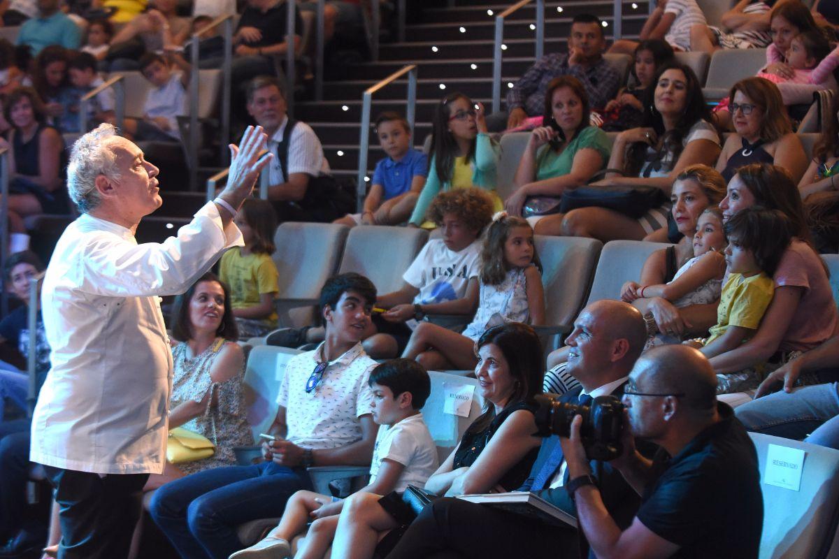 Ferran Adrià presentó la guía para emprendedores ante un auditorio de 400 empresarios | FOTO: SERGIO MÉNDEZ