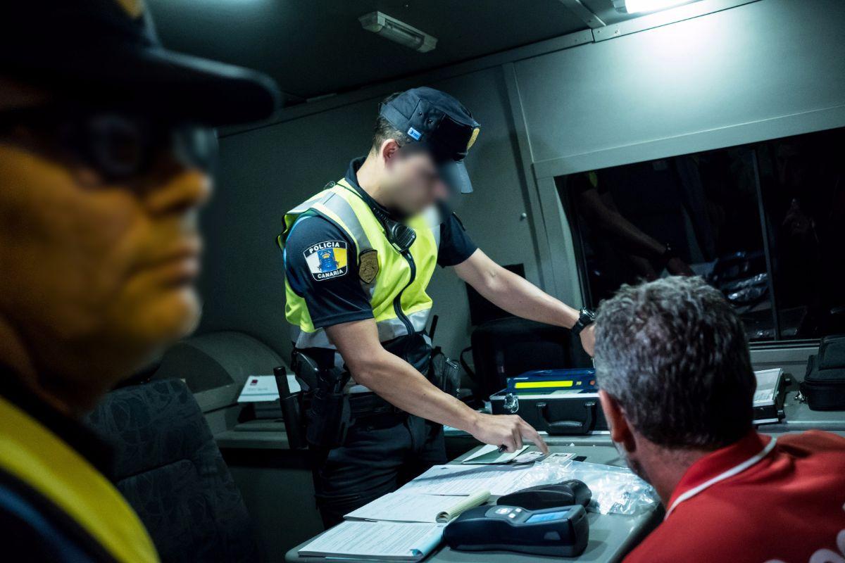 La gran mayoría de los coches que fueron inspeccionados recibieron alguna sanción, no solo por las condiciones del vehículo, sino por las de la conducción. A. G.