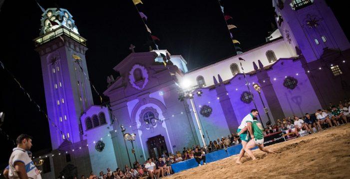 La Lucha Canaria ofrece su tradicional tributo a la Virgen de La Candelaria