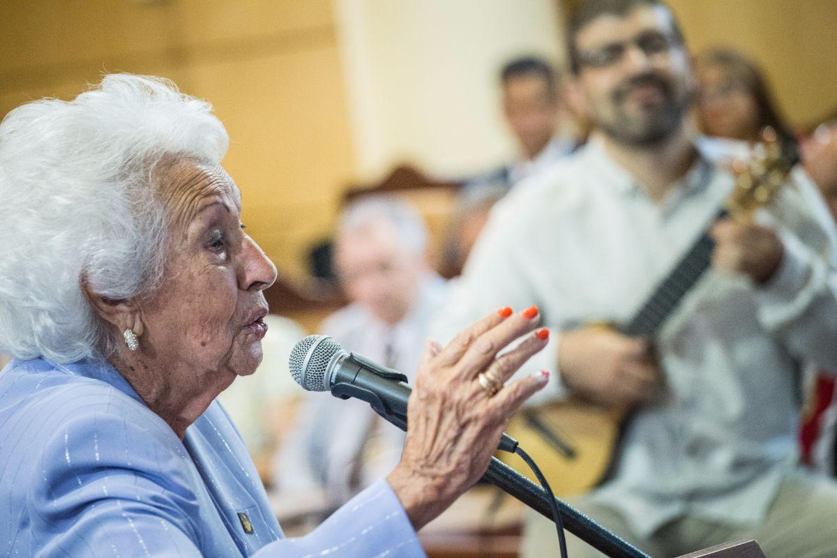 María Mérida, artista herreña de 92 años, leyó el pregón de las fiestas de la Patrona de Canarias en el Ayuntamiento de Candelaria | Andrés Gutiérrez