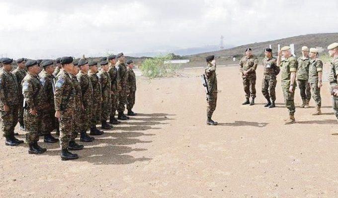 Fernando Clavijo visita, rodeado de polémica, las  tropas en el Líbano