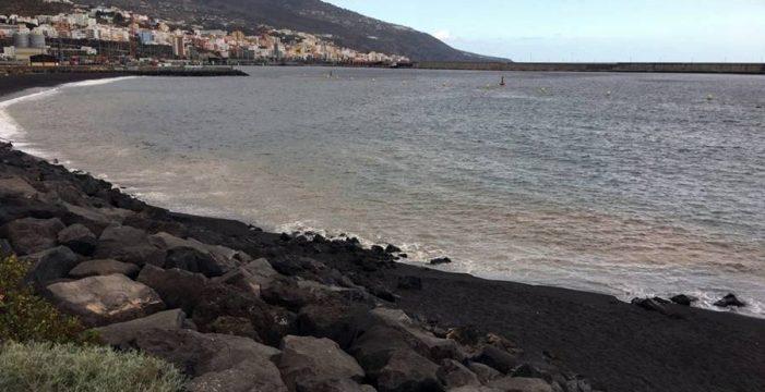 Prohíben el baño en las playas de Bajamar y Los Cancajos