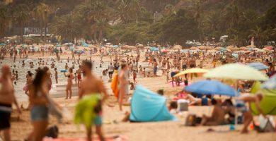 Canarias registra la temperatura más alta y los vientos más fuertes del país
