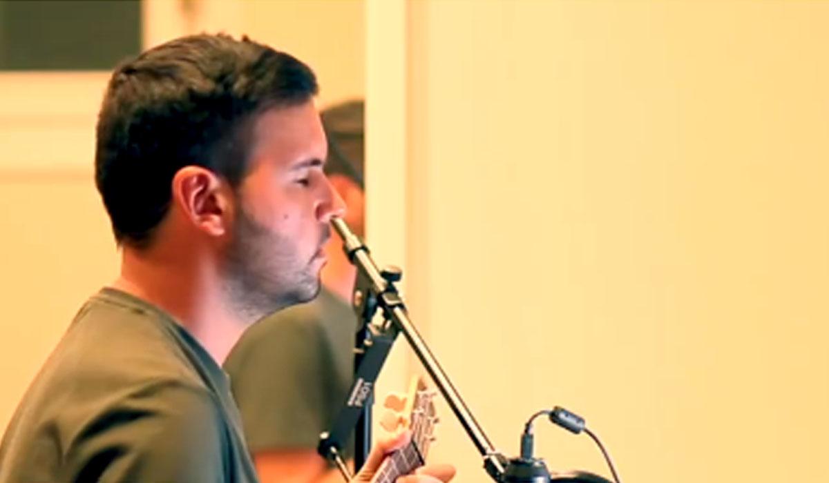 Enrique Rodda, autor de la canción a la microalga. Facebook