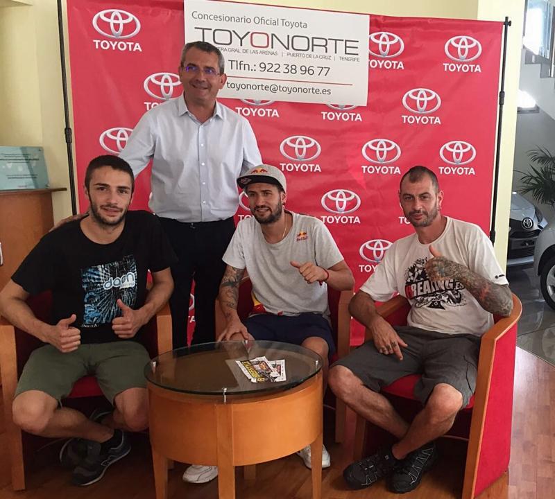 Toyonorte firma autografos The Jump Canarias (1)