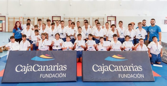 La Fundacion CajaCanarias clausura su VIII Campus de Lucha Canaria
