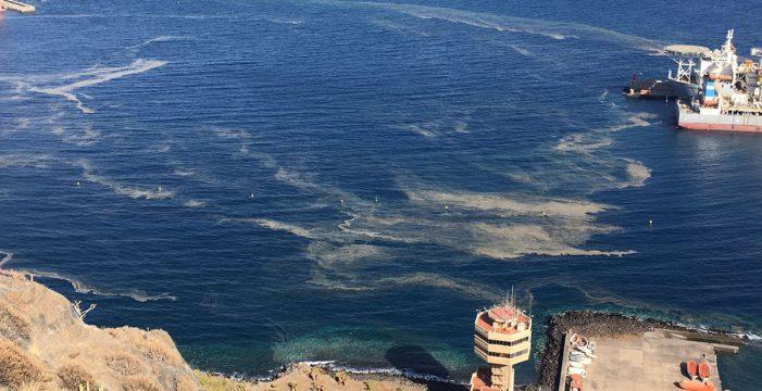 Las manchas marrones continúan extendiéndose por las costas de Tenerife
