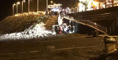 Fallece una mujer tras caer con su coche por la ladera hasta la playa de El Socorro
