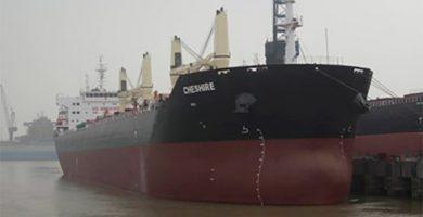 Técnicos holandeses inspeccionan el carguero británico incendiado en Gran Canaria