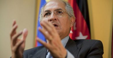 Devuelven al opositor venezolano Ledezma a arresto domiciliario