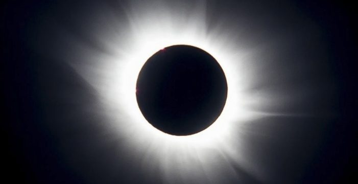 El eclipse de sol de este lunes se podrá ver de manera parcial en Canarias