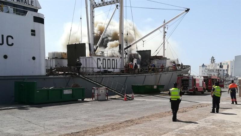 Incendio en un buque ruso en el Puerto de la Luz y de Las Palmas