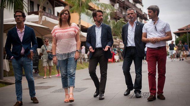 Alonso pide una mayor implicación del comercio del Puerto de la Cruz para mejorar el destino