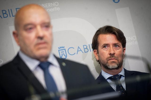 Carlos Alonso, presidente del Cabildo, prometió a Miguel Concepción, rector blanquiazul, incrementar la ayuda económica al club para buscar el ascenso F.