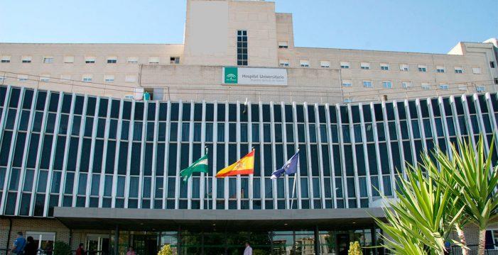 Muere una mujer seccionada por un ascensor en el hospital de Valme
