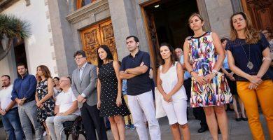 Canarias recuerda en silencio a las víctimas de los atentados en Cataluña