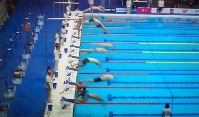 El minuto de silencio de un nadador español por las víctimas mientras el resto compite