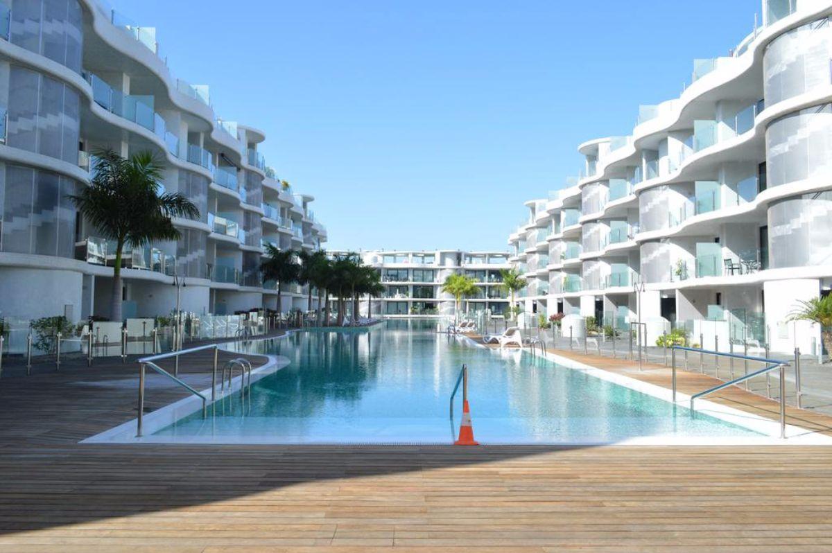 En la imagen, el complejo de lujo Las Olas, a la entrada de El Palm-Mar, ya terminado y revendido | DA