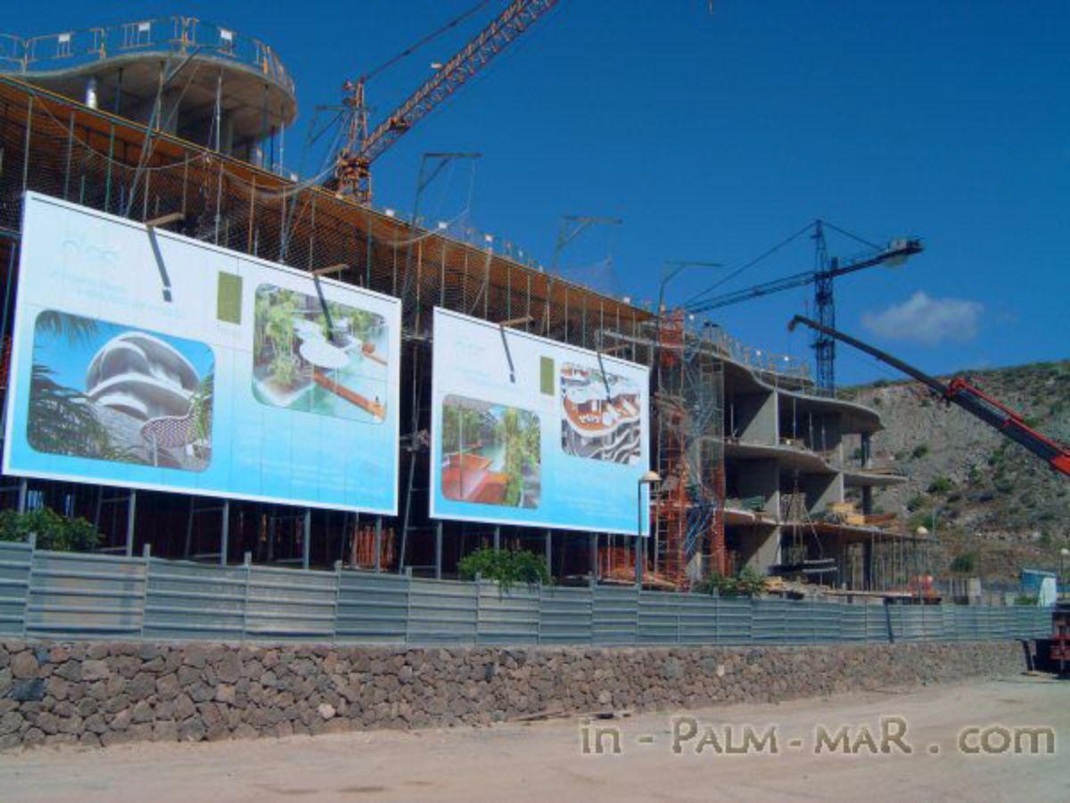En la imagen, el complejo de lujo Las Olas, a la entrada de El Palm-Mar en fase de construcción | DA