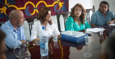 La consejera regional Cristina Valido (3ª izq.) realizó ayer una visita institucional al municipio de Güímar. Fran Pallero