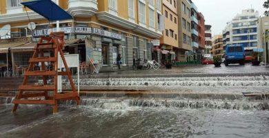 Imagen de unas inundaciones por fuertes lluvias en el núcleo costero de El Médano. DA