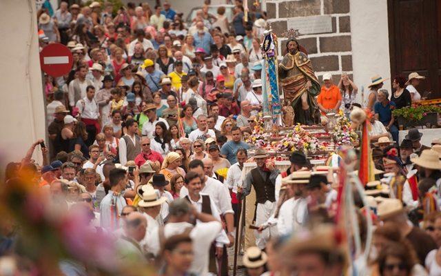 Alegría, color y tradición al son de 'Viva San Roquito'