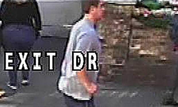 Nueva imagen del hombre que empujó a una mujer al asfalto en el Puente de Londres | Policía metropolitana de Londres