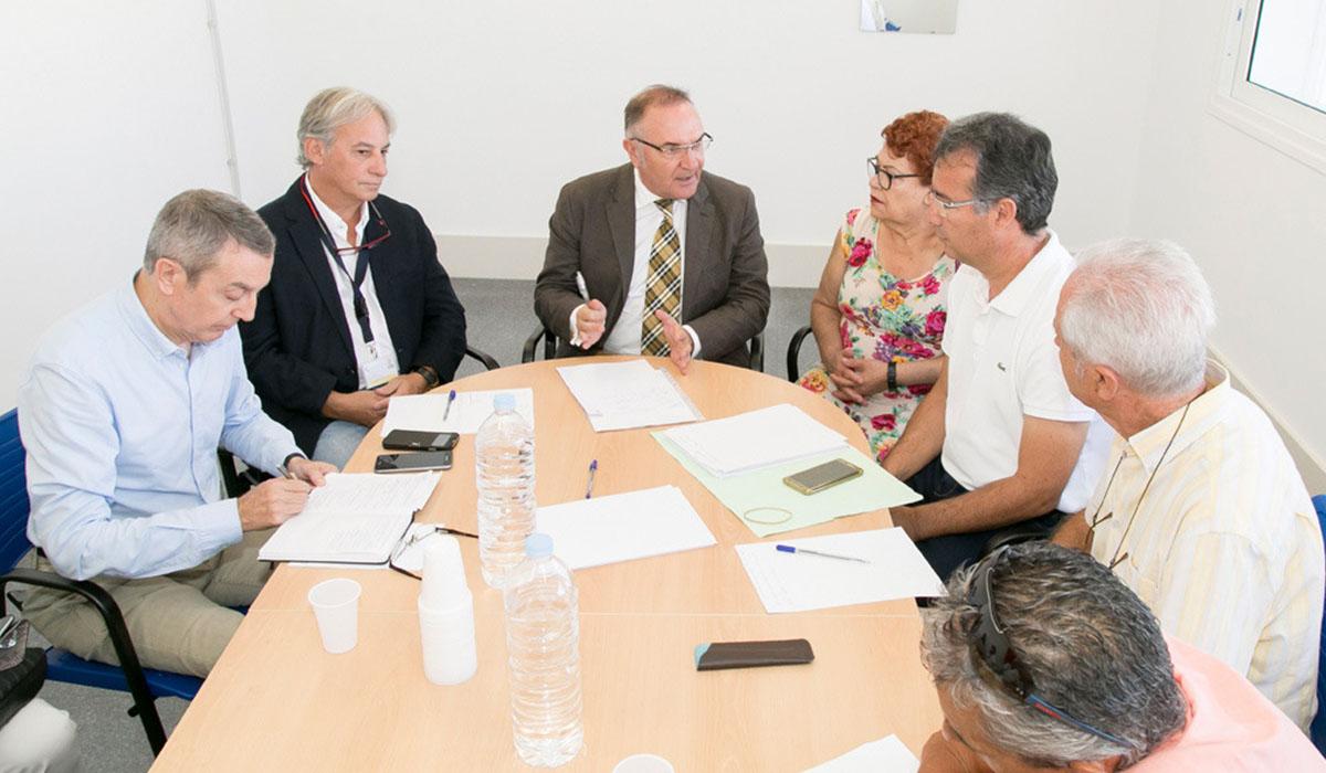 La reunión de la Plataforma con el consejero de Sanidad se celebró ayer en las instalaciones de El Mojón. DA