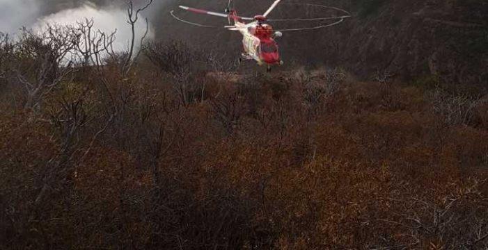 Rescatados en helicóptero dos parapentistas en La Quinta de Adeje