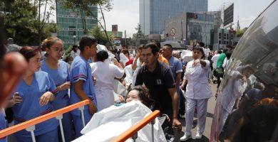 Pacientes de hospitales próximos fueron evacuados en México DF.