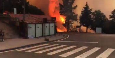 """Evacuadas la Cruz de Tejeda y Lagunetas por el incendio """"en fase agresiva"""""""