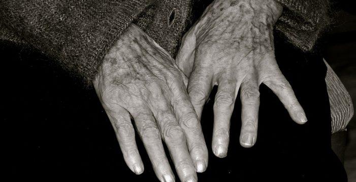 Salvan de morir de frío a una anciana de 90 años que caminaba desorientada