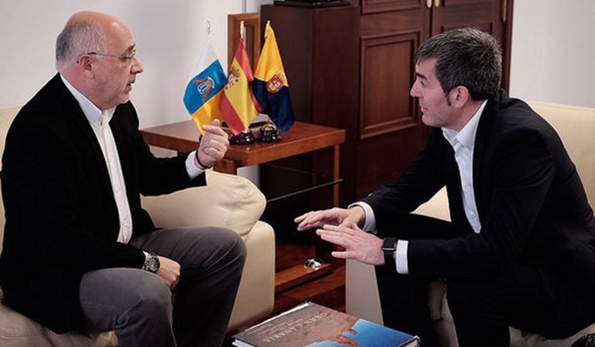 Antonio Morales y Fernando Clavijo departen durante una reunión celebrada en sede oficial. DA
