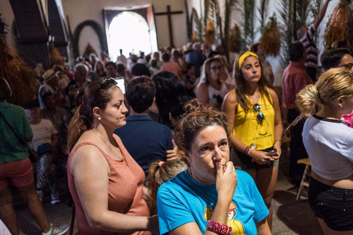 La imagen salió de la ermita de El Socorro arropada por un gentío que dio muestras de un gran fervor. Fotos: Andrés Gutiérrez