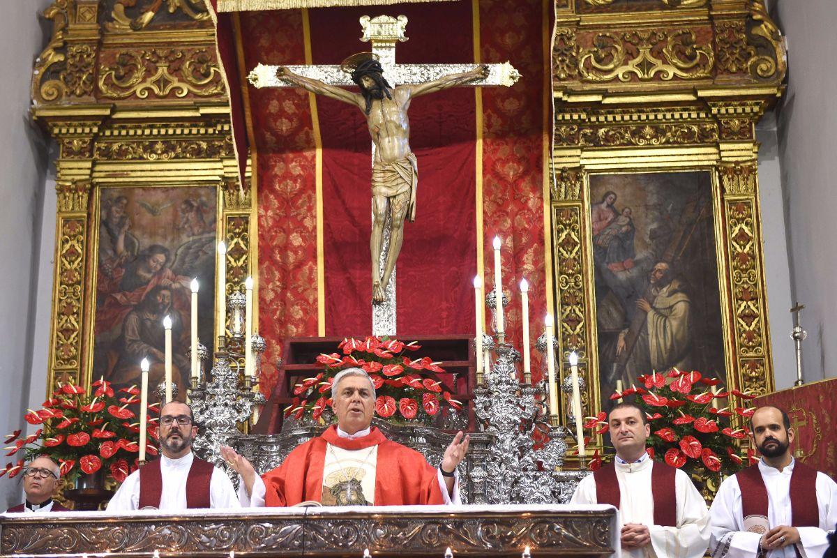 Solemne eucaristía en la iglesia de los Dolores. S. M.